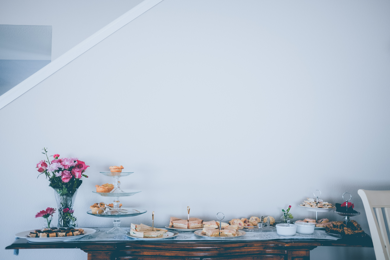 Uma bonita mesa para celebrar um aniversário ou Páscoa em casa