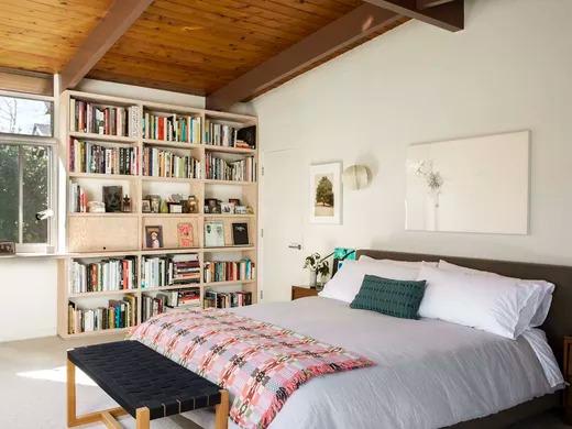 A estante do quarto também é boa opção
