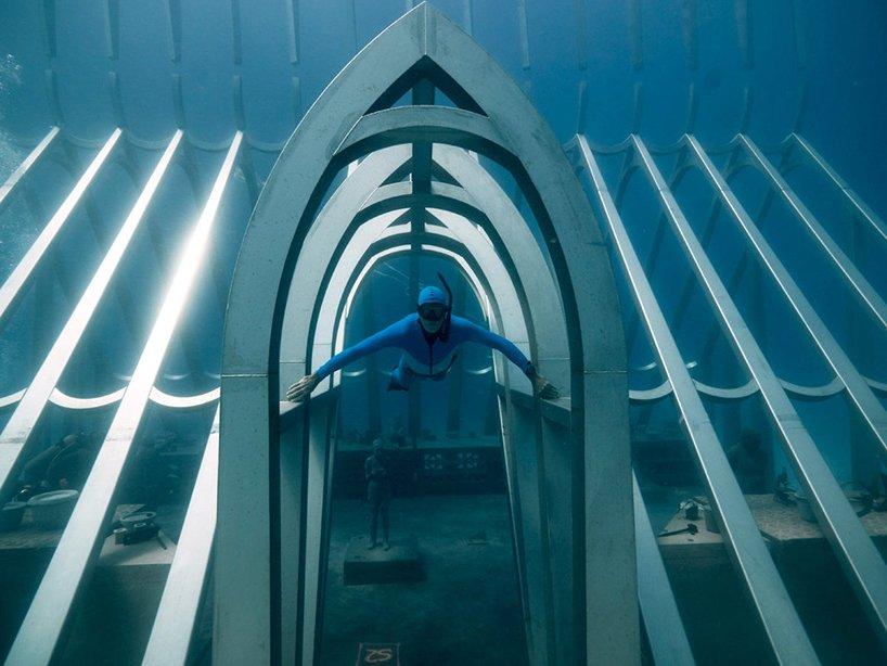 Nas profundezas dos oceanos / Matt Curnock/MOUA