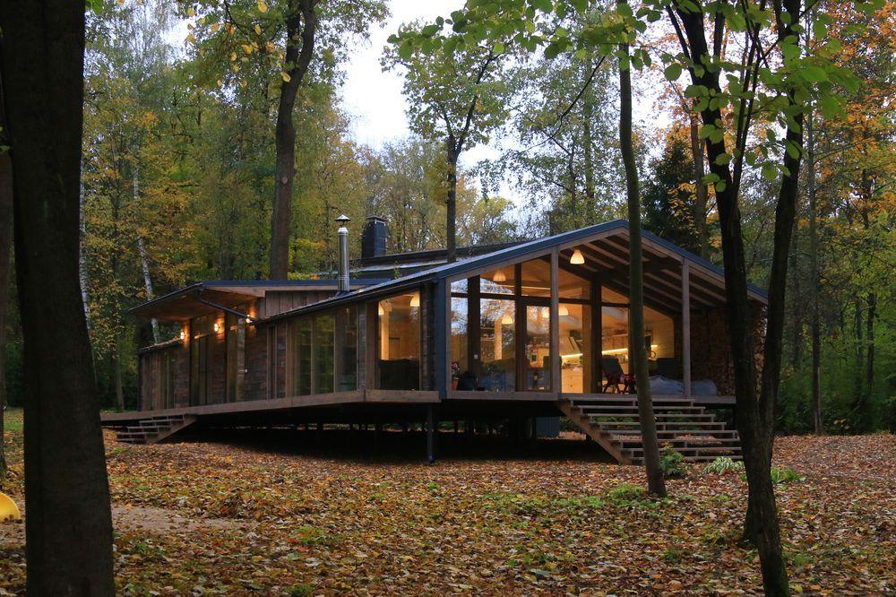 Fachada da casa, na floresta Kazan na Rússia / Foto: bio-architects.com