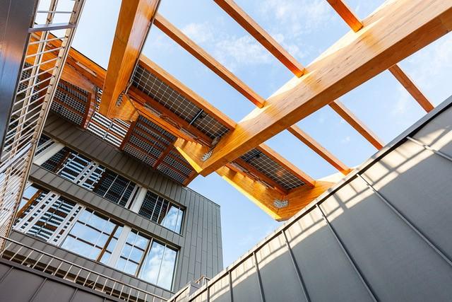Foi projetado pelo estúdio de arquitetura Emase Arquitectura