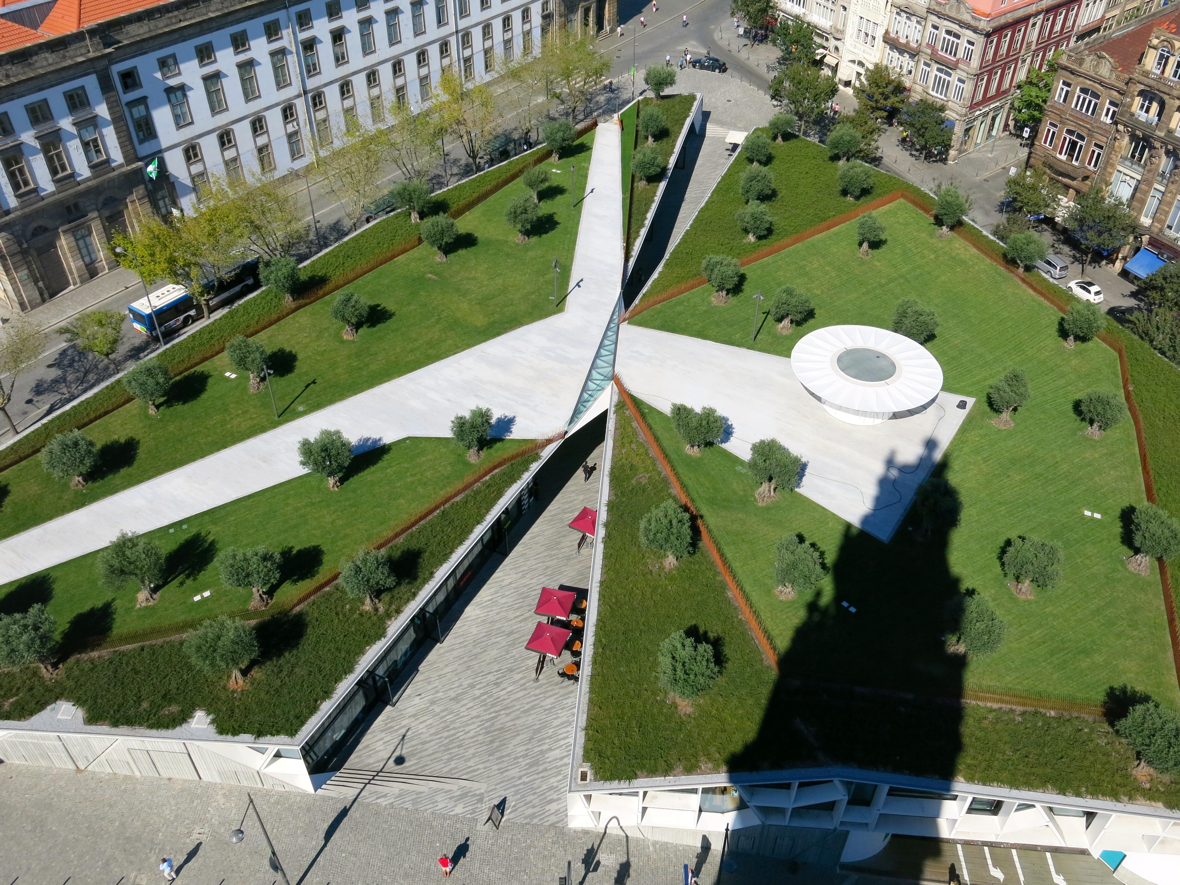Cobertura verde na Praça de Lisboa, no Porto / Wikimedia commons