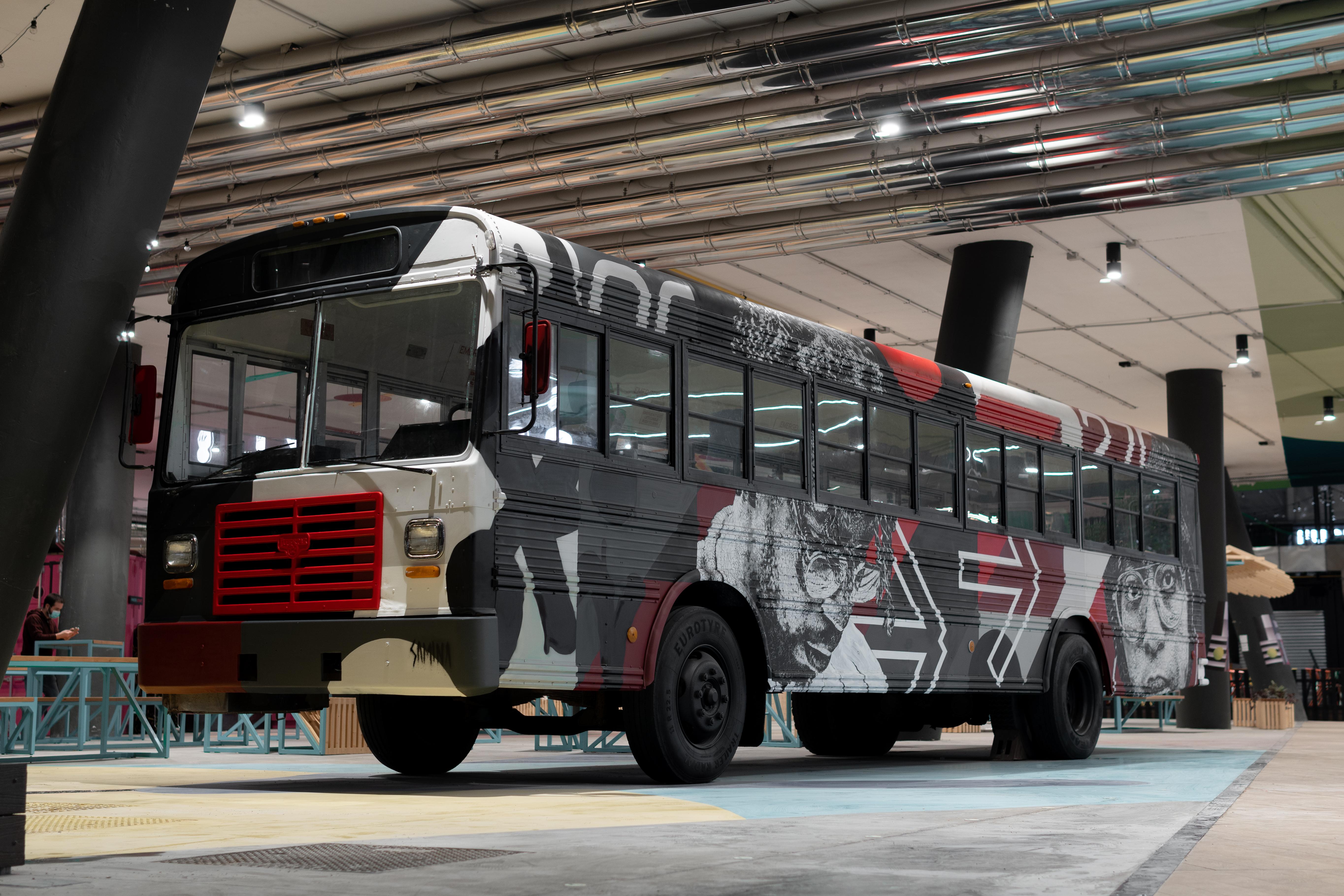 Samina - Military bus / The Hood