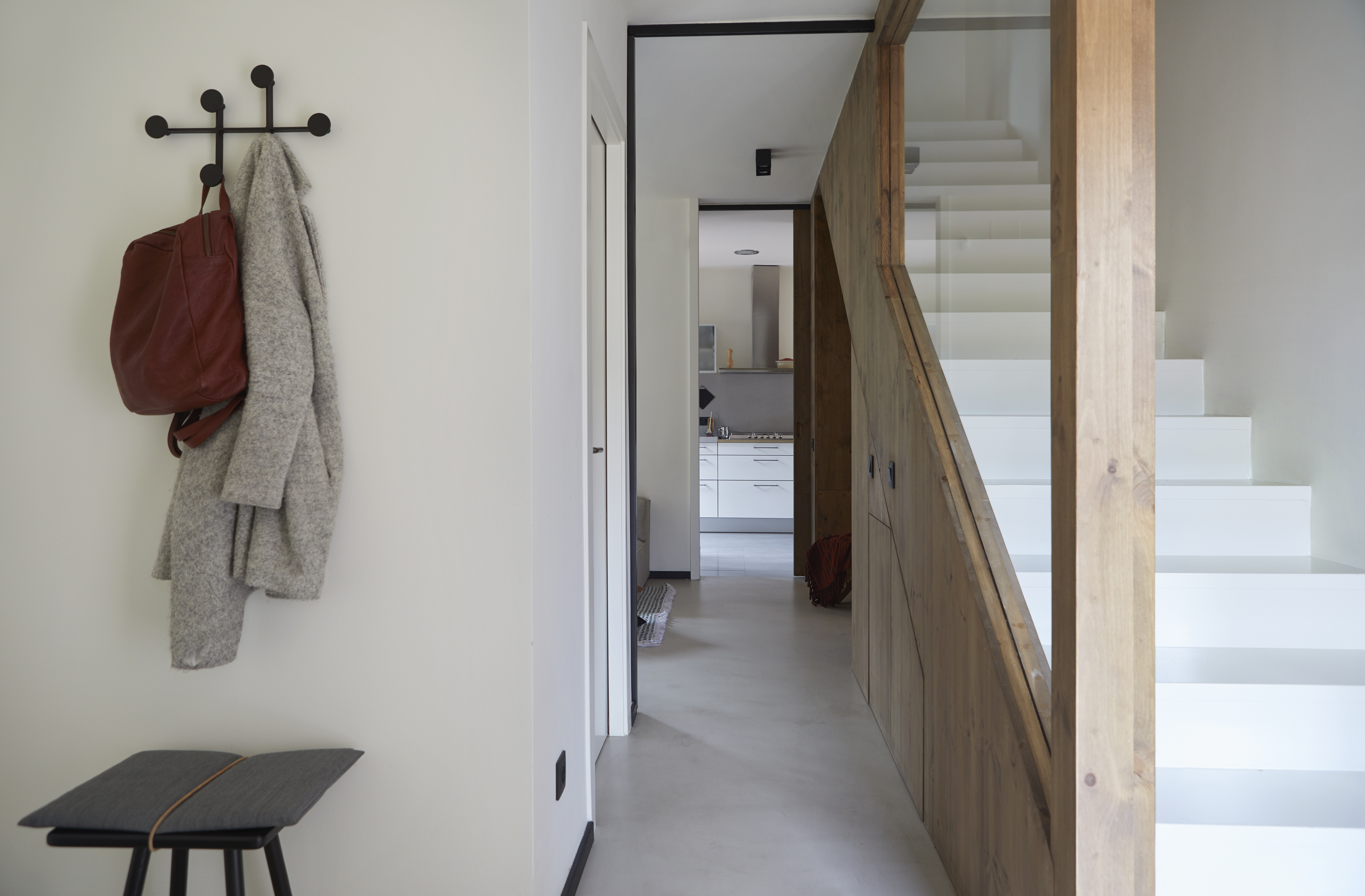 Contraste com as escadas brancas