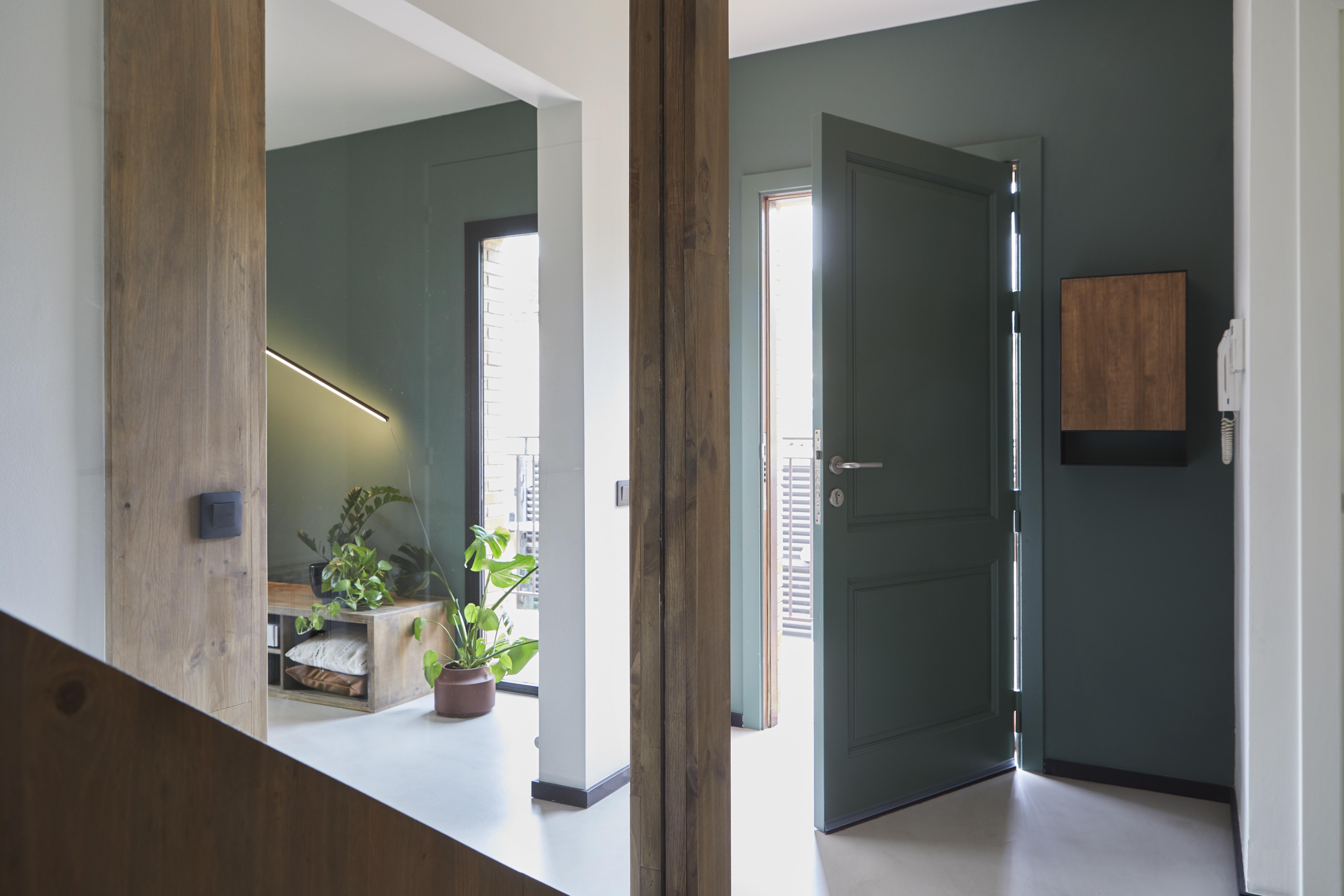 A porta, também verde