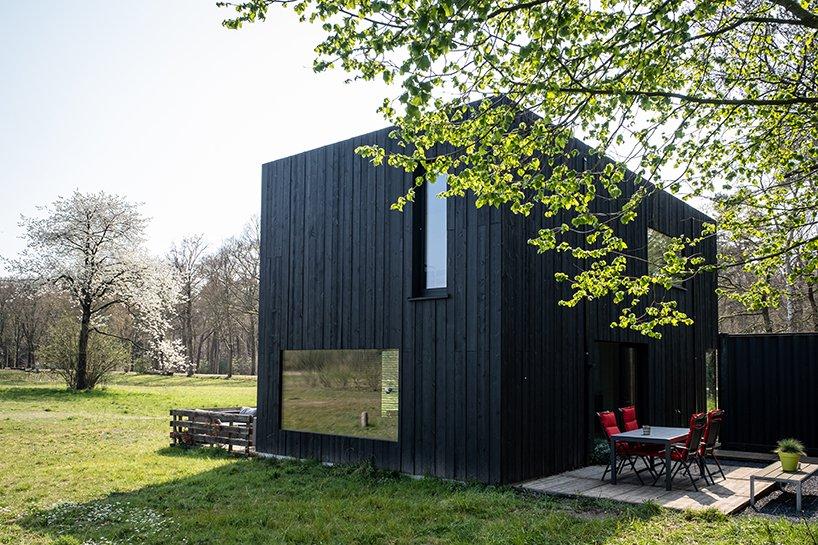 Foi projetada pelo arquiteto Joris Verhoeven