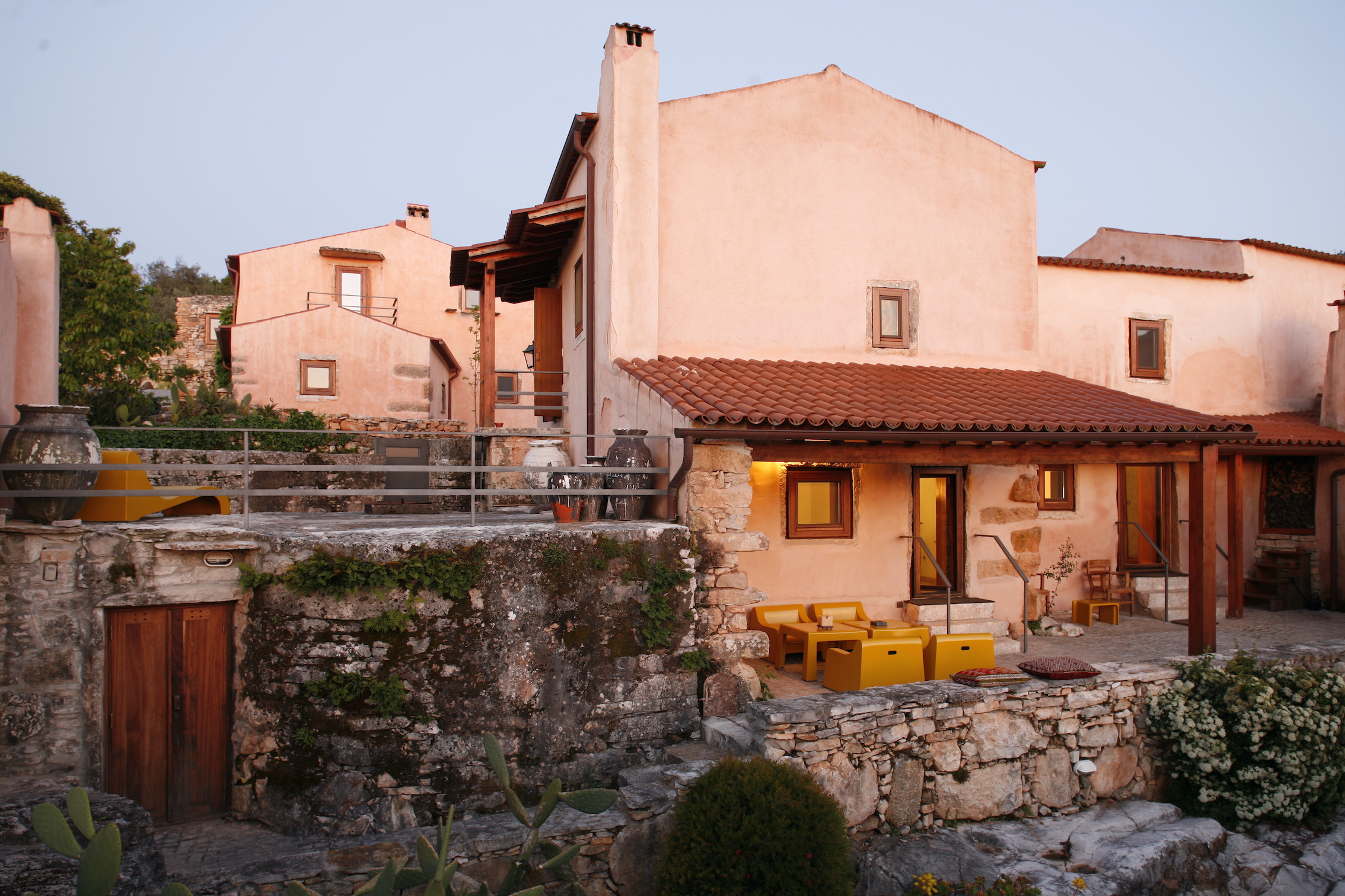 Um turismo rural localizado na encosta da Serra de Sicó (Coimbra) / Carlos Cezanne