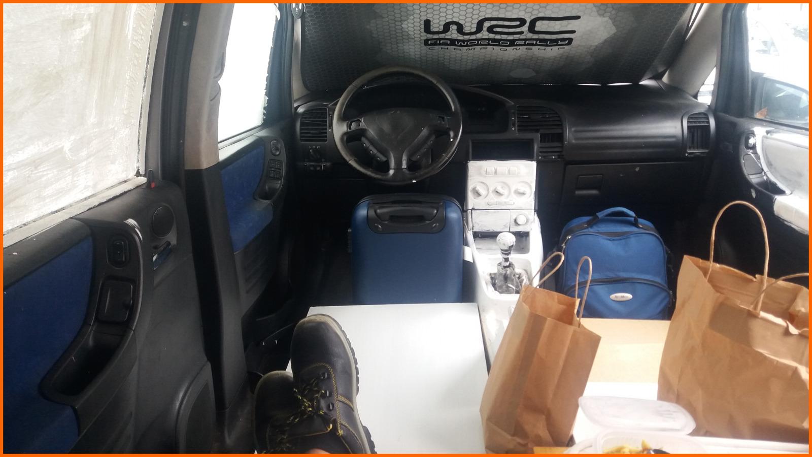Interior de um dos carros