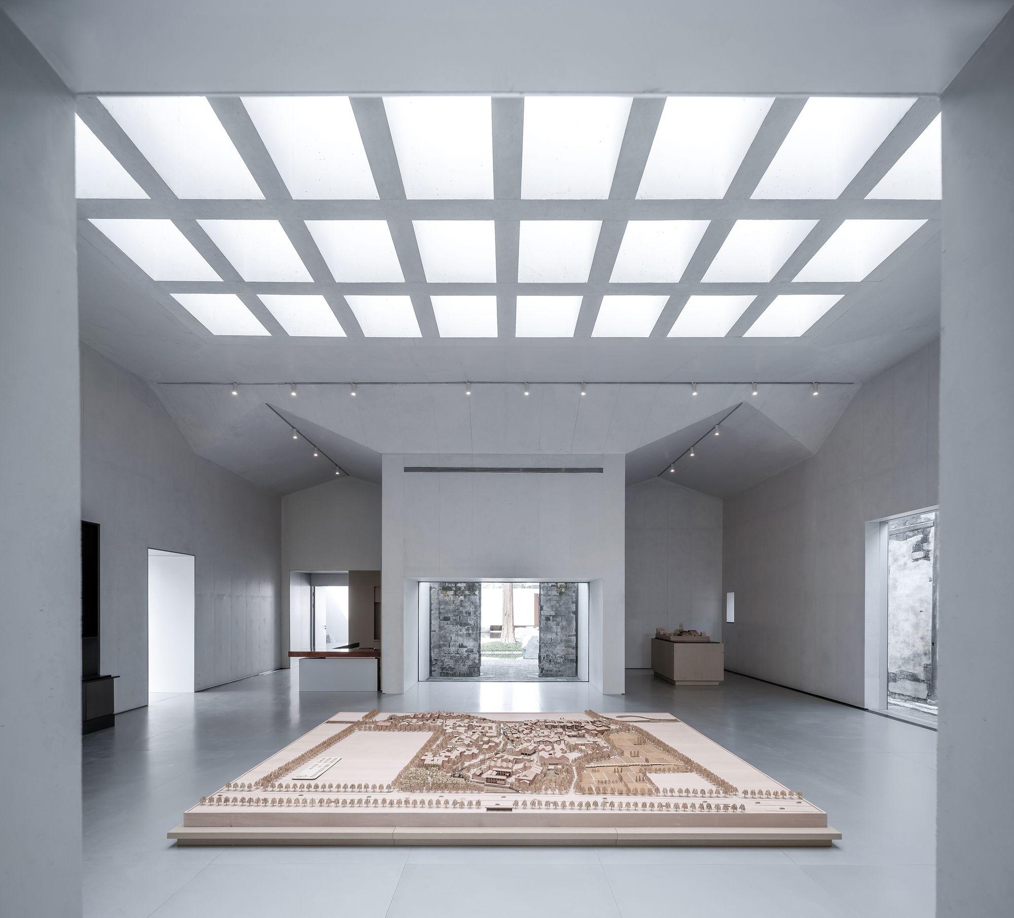 Tem três galerias dedicadas ao passado, presente e futuro