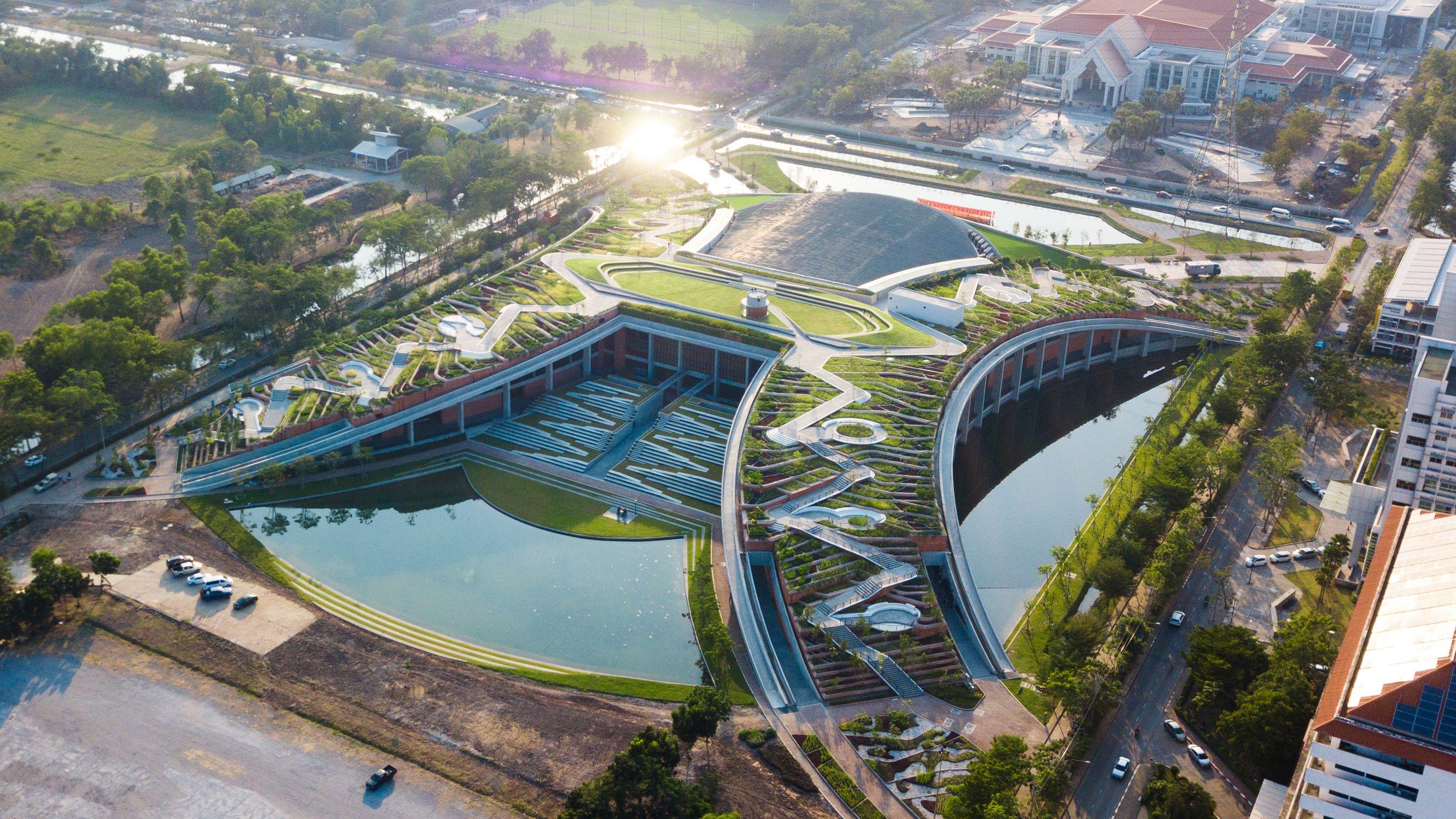 Thammasat Urban Farm Rooftop, vencedor Landscape Design of the Year / architectureprize.com