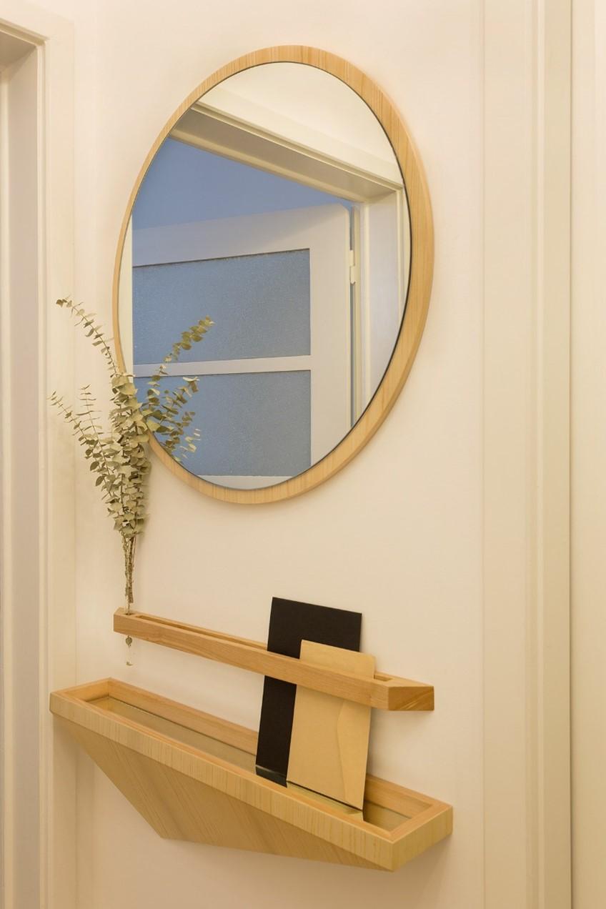 Apartamento Alvalade – Espelho e móvel de apoio / MELOM