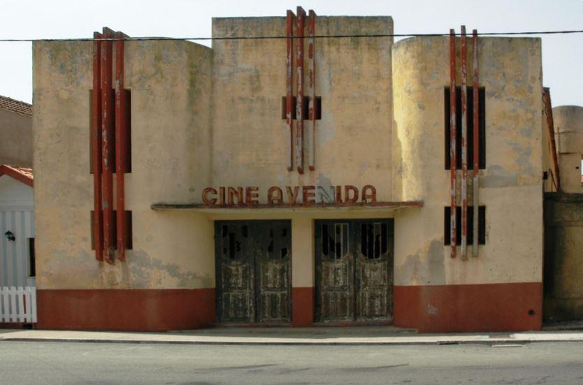 Costa Nova, Portugal - Cine Avenida, 2006 / ©SIMON EDELSTEIN