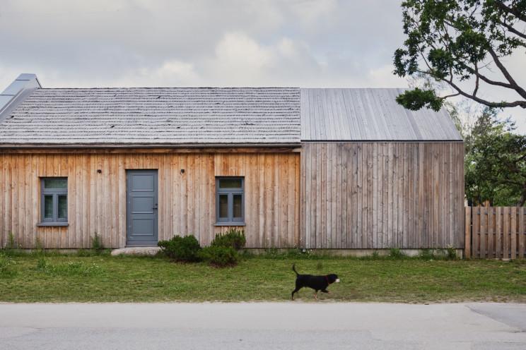 Casa pré-fabricada de estilo nórdico na Letónia
