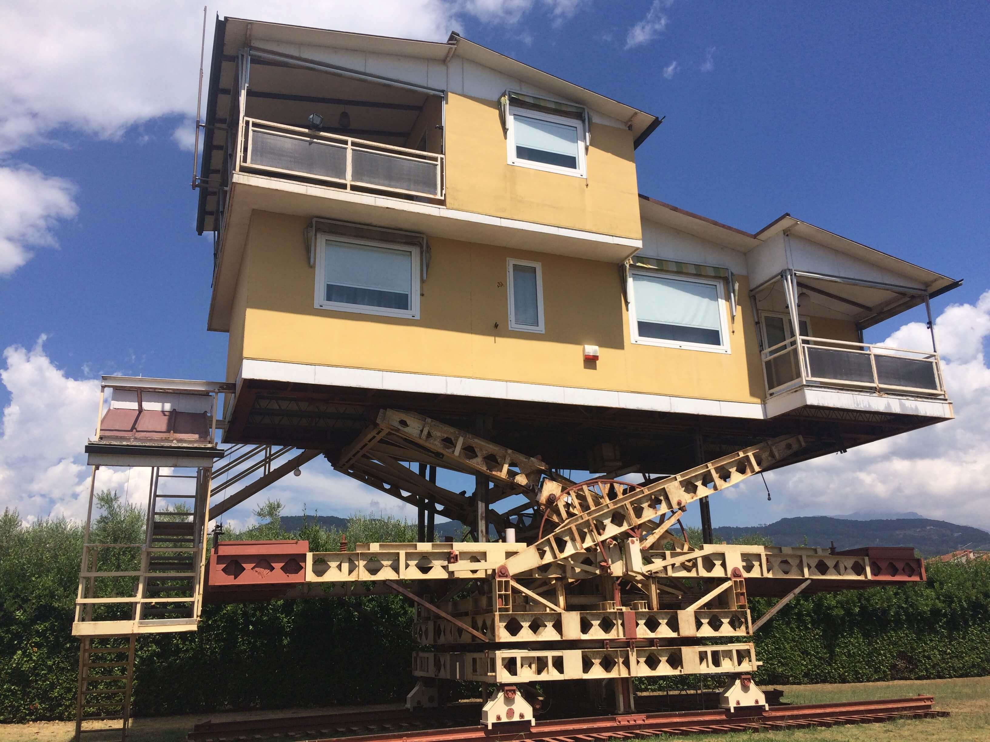 La Casa Volante