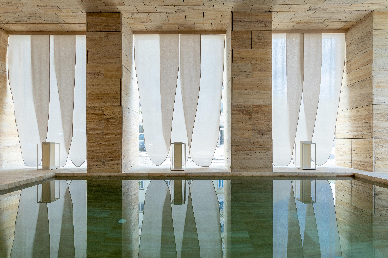 A piscina interior aquecida / Catarina Lopes