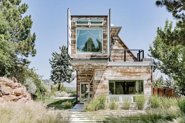Uma casa pré-fabricada de luxo que parece uma obra de arte