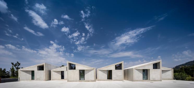 Casas pré-fabricadas de betão incríveis na periferia do Porto