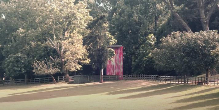 """Pavilhão para a exposição """"Incerteza viva: Uma exposição a partir da 32ª Bienal de São Paulo"""" (2017 Porto) / Créditos: Screenshot Youtube Video ©: Teresa Otto + Thibaud Stelmaszyk"""