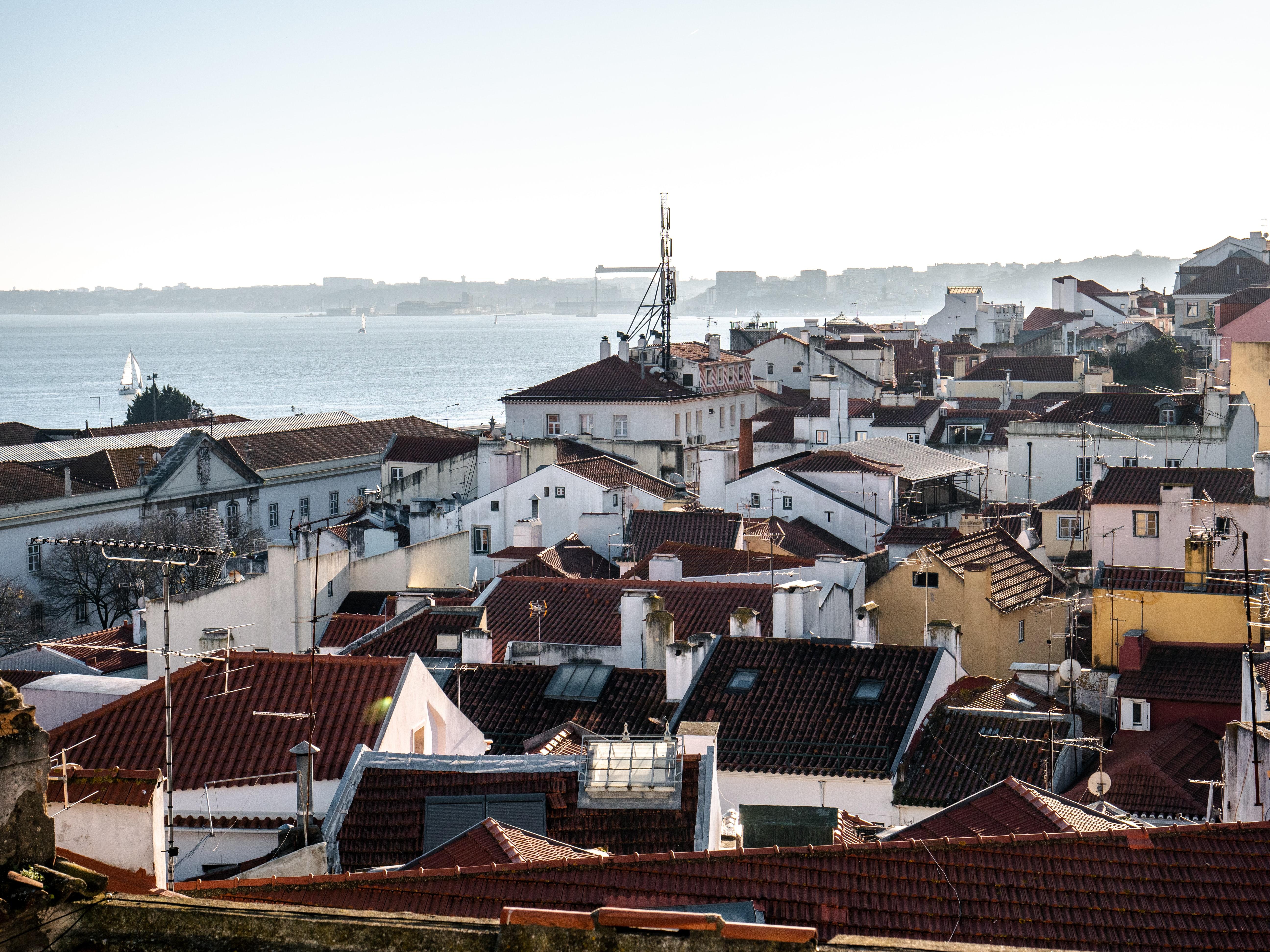 Lisboafoi a cidadeonde os preços das rendas mais subiram no contexto europeu, entre 2007 e 2018. / Photo by Ronan Furuta on Unsplash