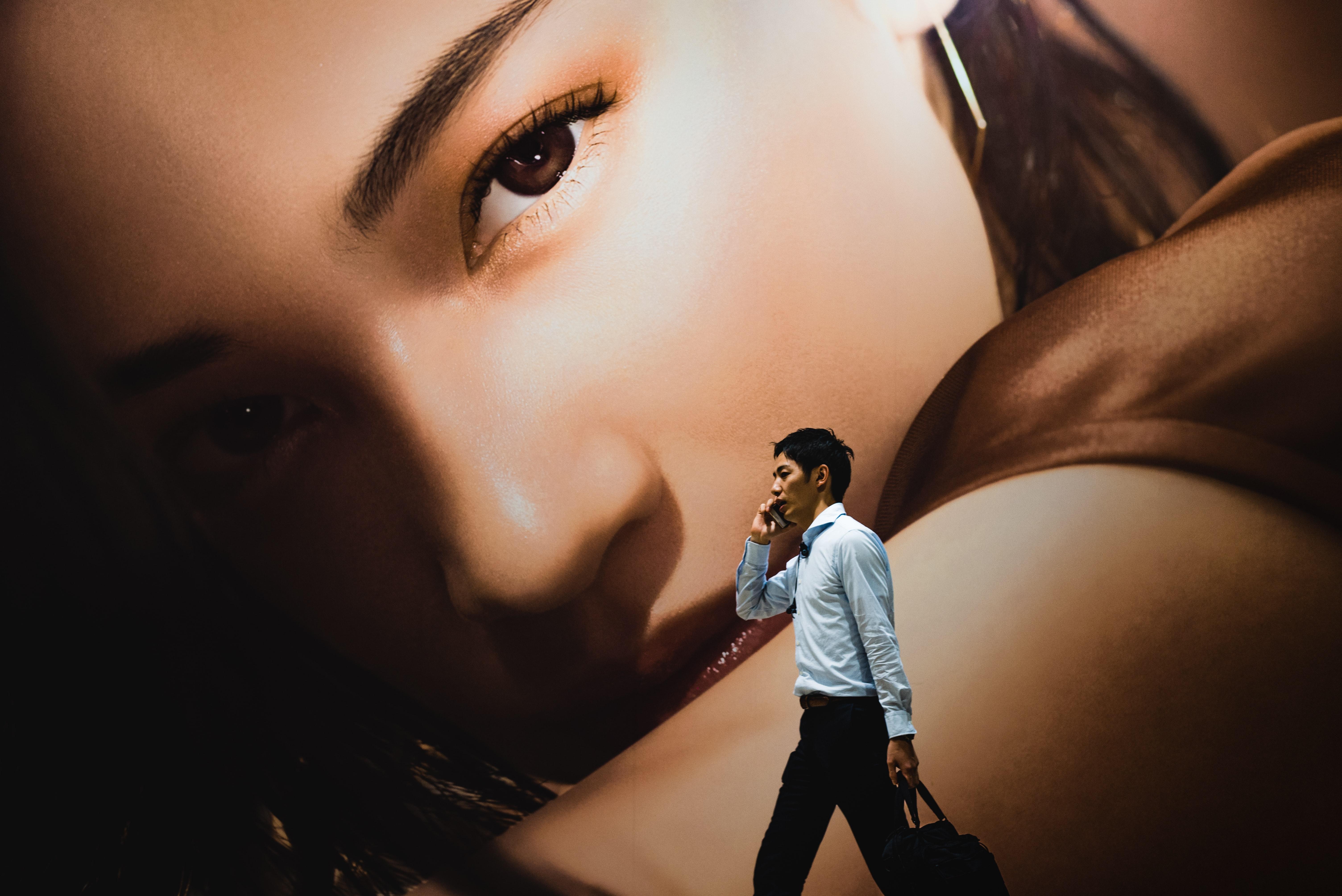 A China lidera a atribuição de vistos dourados em Portugal, desde o início do programa. / Photo by Ryoji Iwata on Unsplash