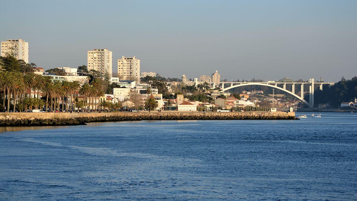 Câmara do Porto emitiu parecer a projeto que não previa demolição de edifício na Foz