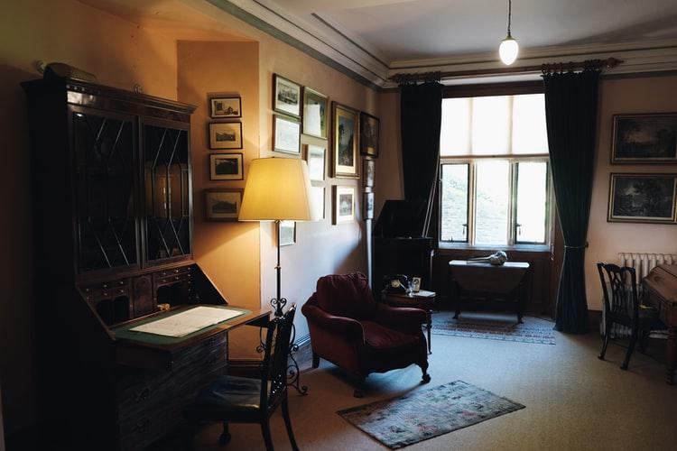 Decorar a casa com móveis antigos