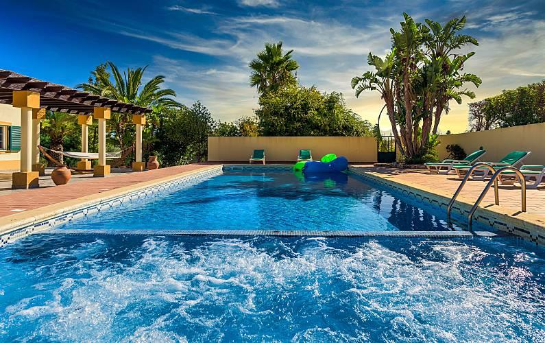 Casa de férias com piscina em Lagoa