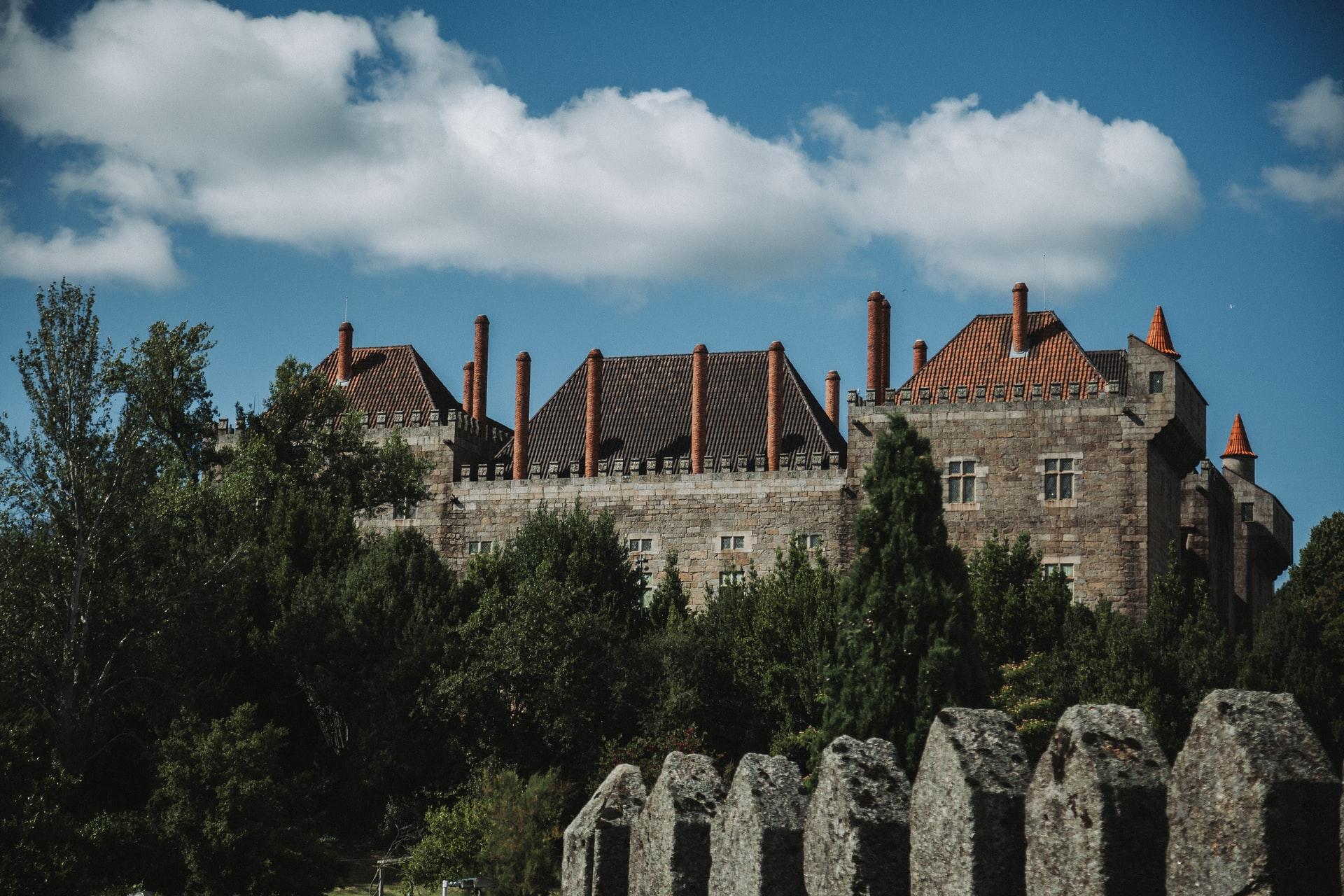 Imobiliário de Guimarães em altas