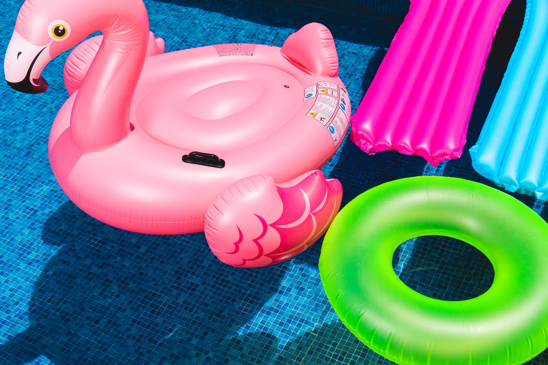 Escolher a piscina ideal para ter no jardim