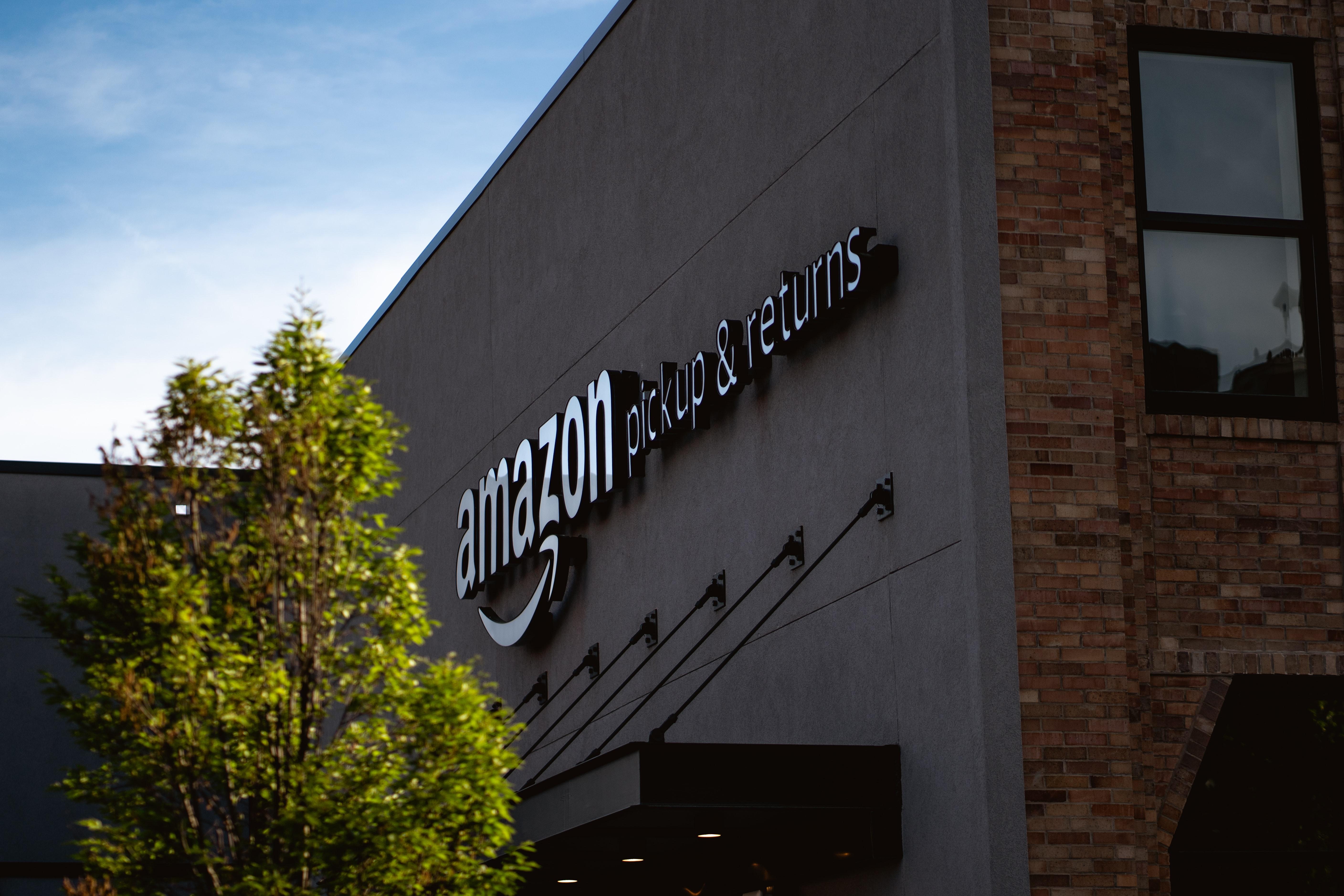Trabalhadores da Amazon só regressam aos escritórios em janeiro de 2022