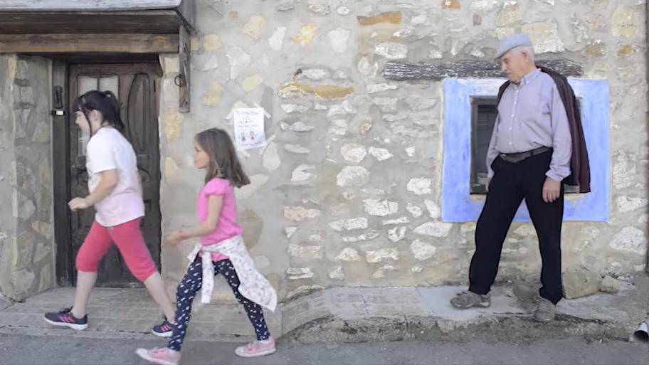 Aldeia de Griegos em Espanha dá casa e trabalho a famílias com filhos