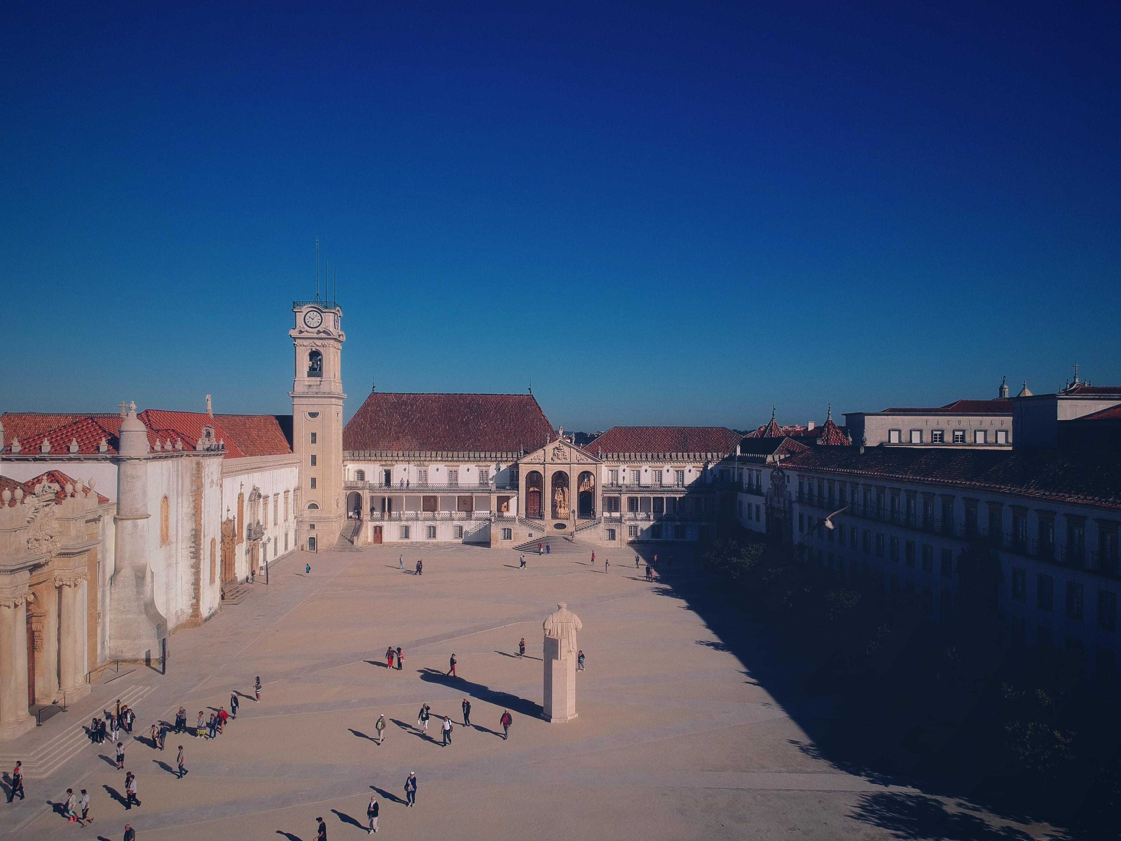 Há seis universidades portuguesas entre as mil melhores do mundo / Photo by Henrique Macedo on Unsplash