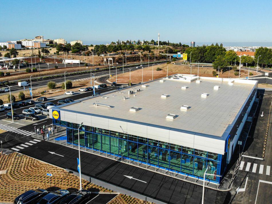 Lidl abre em Oeiras a primeira loja da cadeia na Europa numa área de serviço