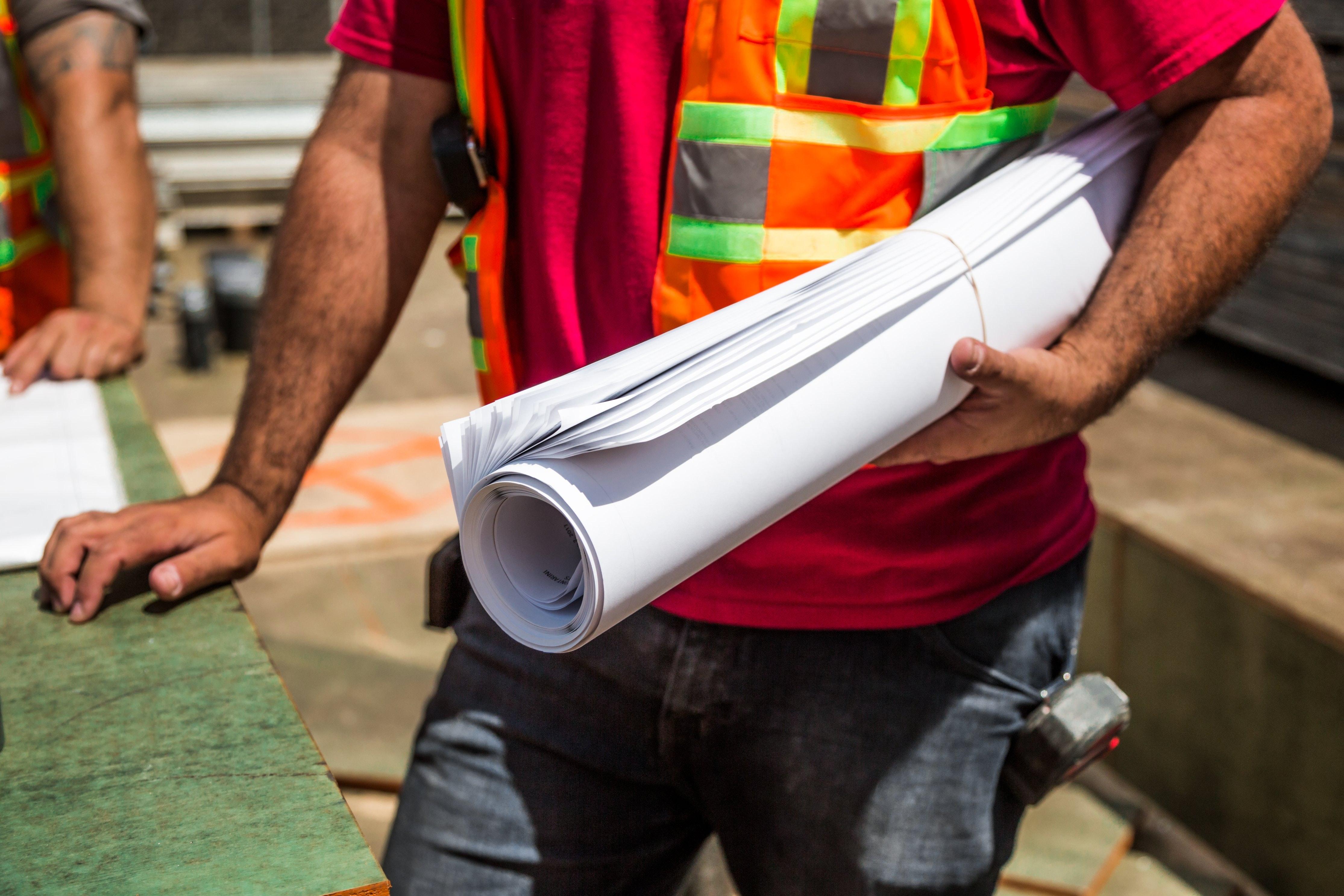 Produção na construção abranda para 7,7% em junho