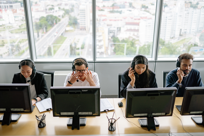 Desemprego desce e já há mais pessoas empregadas que em 2019