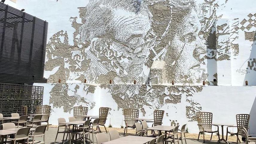 Solar dos Presuntos já reabriu: está maior, tem esplanada e até um mural de Vhils
