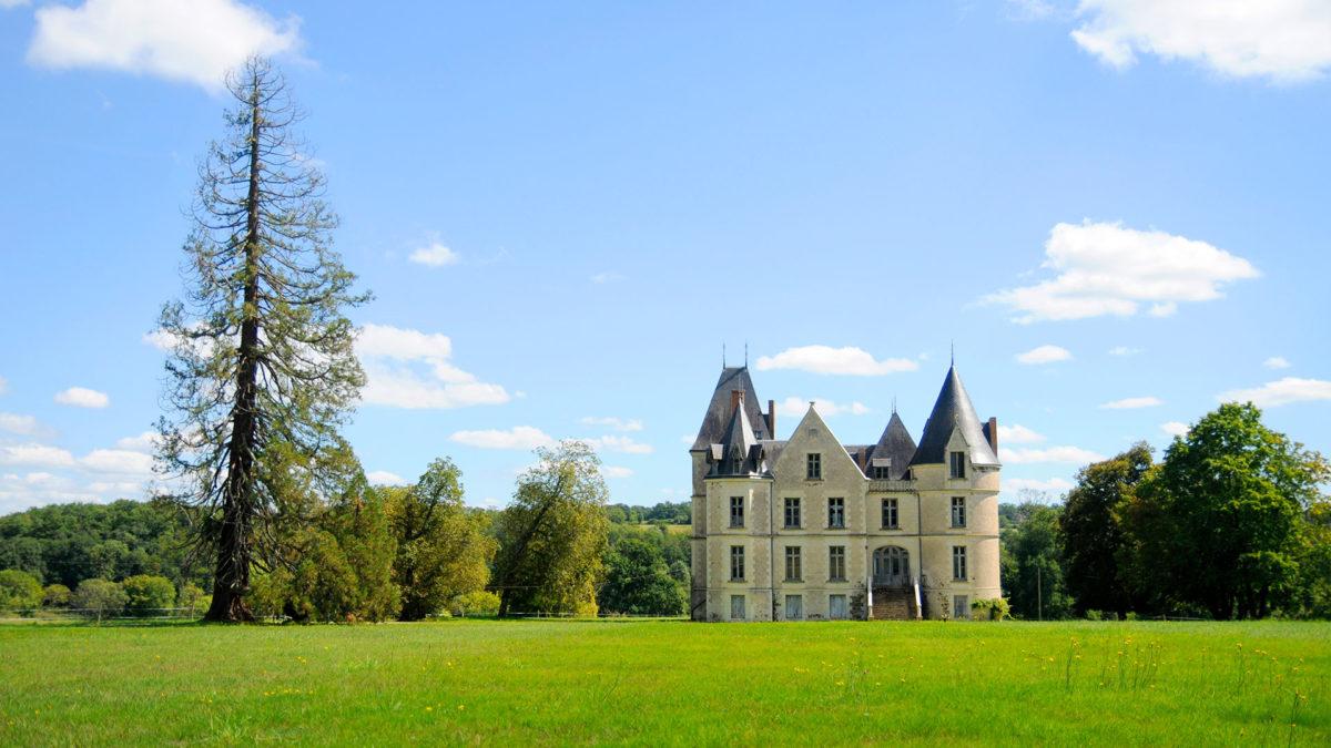 Um acampamento de verão num castelo onde artistas dão aso à imaginação
