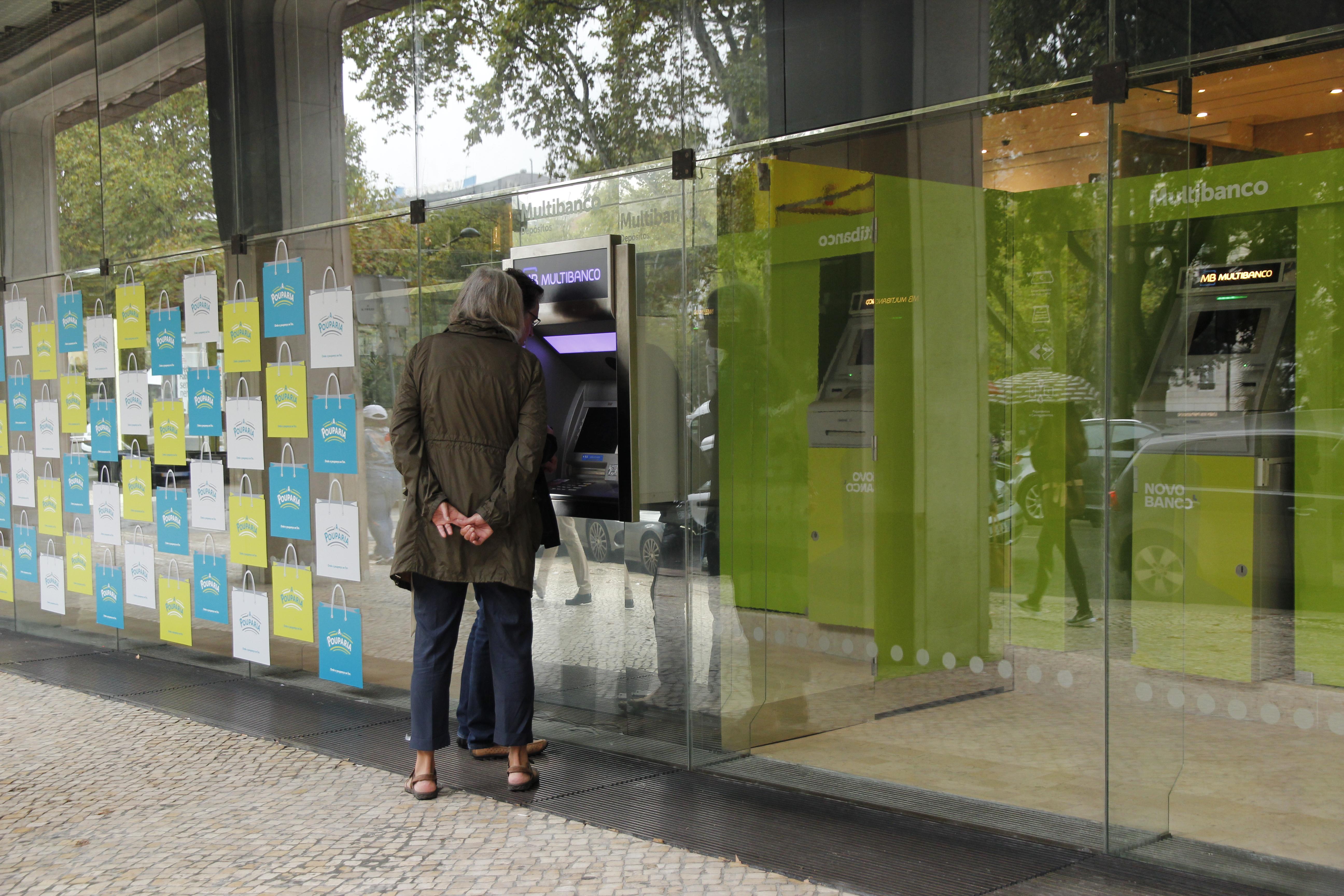 Carteiras de crédito malparado do Novo Banco e da CGD mudam de mãos em outubro
