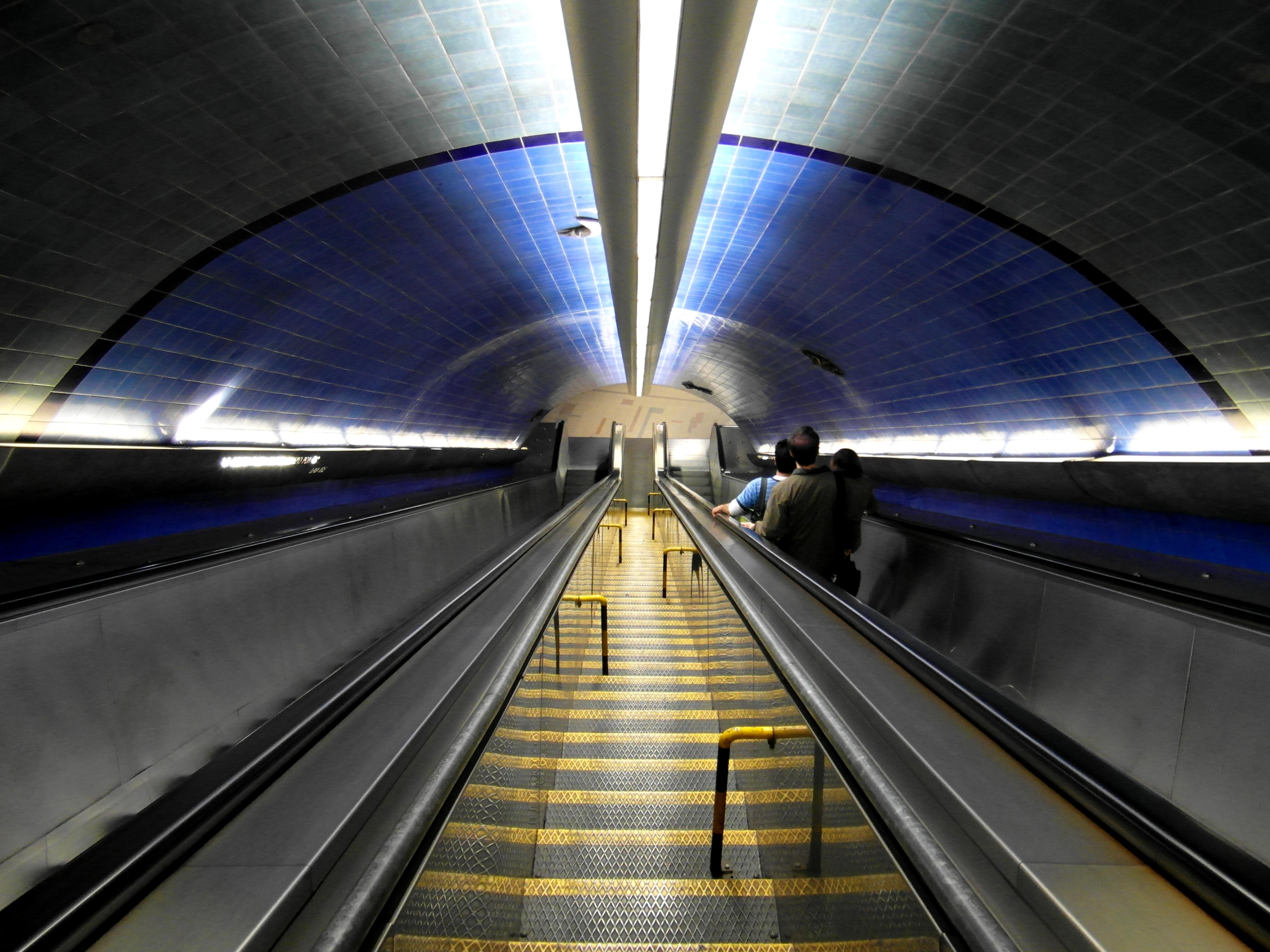By IngolfBLN - Metro de Lisboa - Estação Parque Uploaded by jcornelius, CC BY-SA 2.0