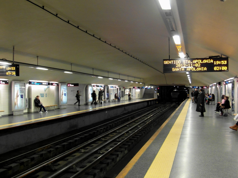By IngolfBLN - Metro de Lisboa - Estação São Sebastião Uploaded by jcornelius, CC BY-SA 2.0