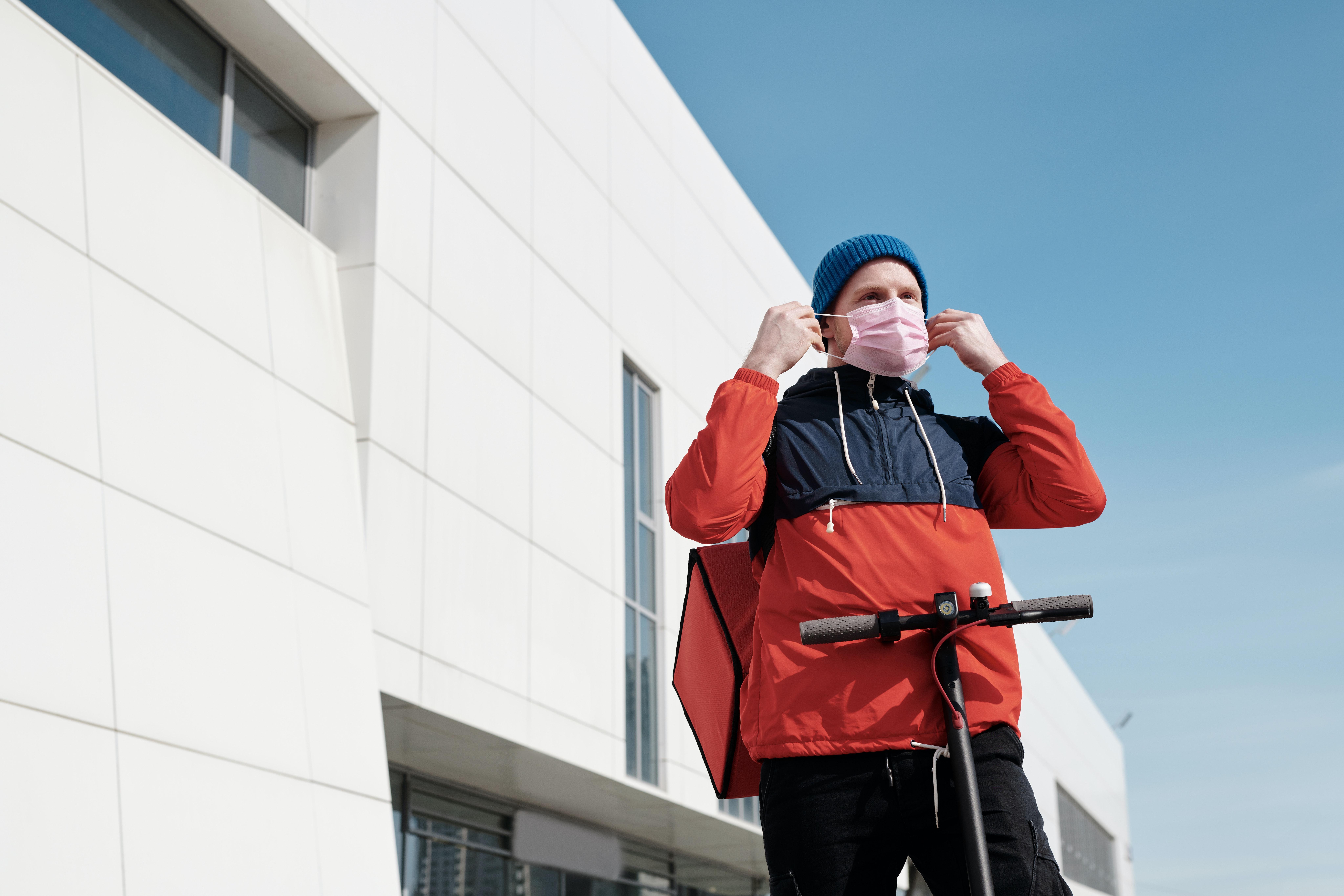 Uso obrigatório de máscaras na rua