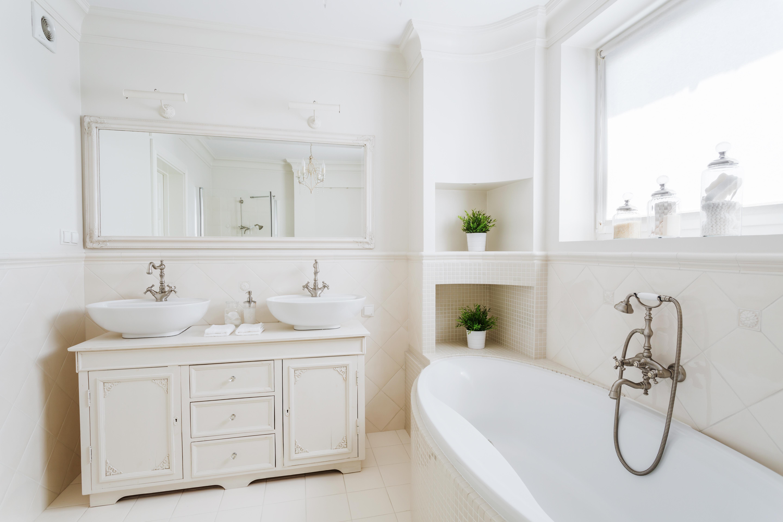 Pensar nos móveis da casa de banho