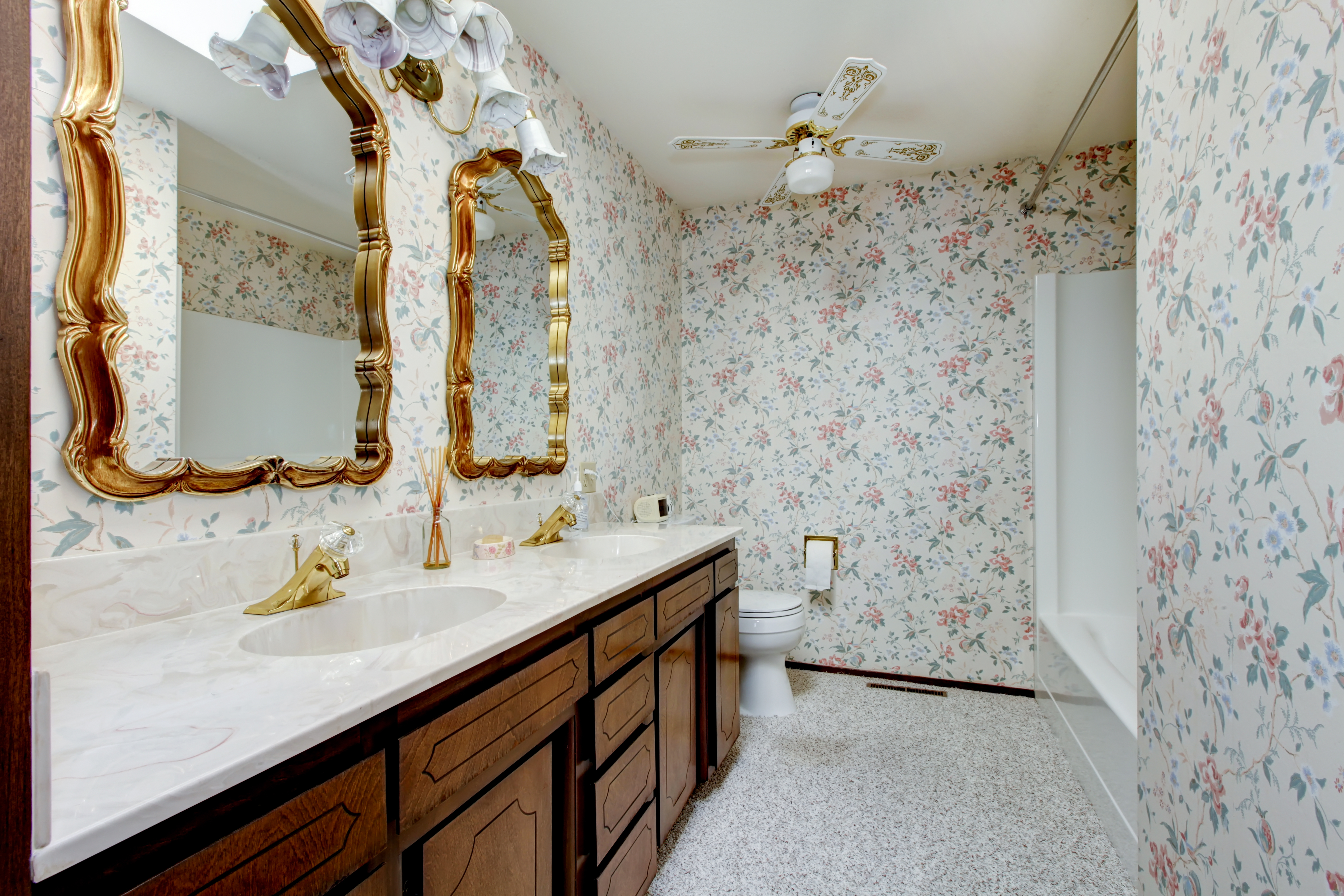 Detalhes em madeira em casas de banho vintage