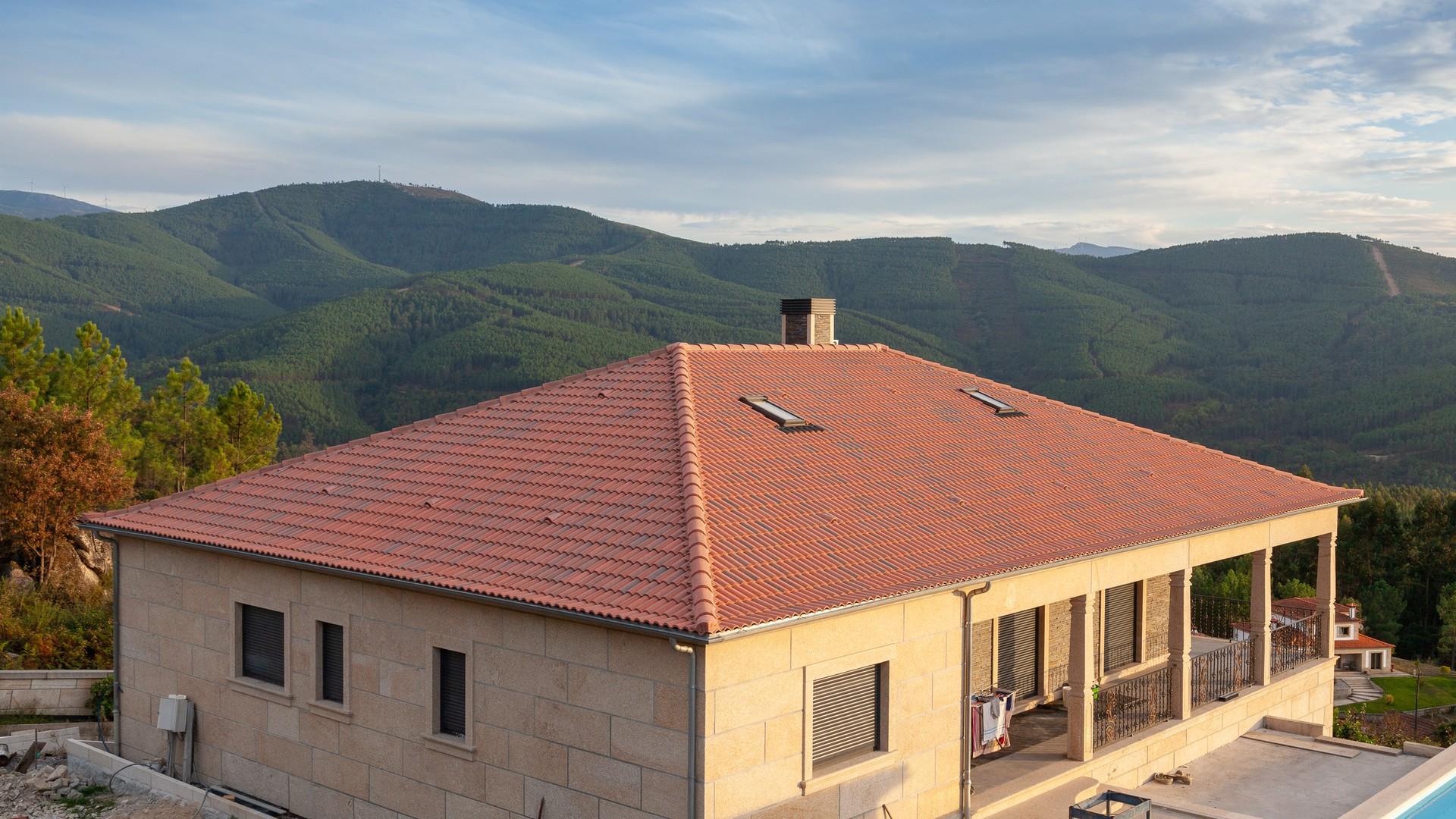 A Argibetão fabrica telhas de cimento