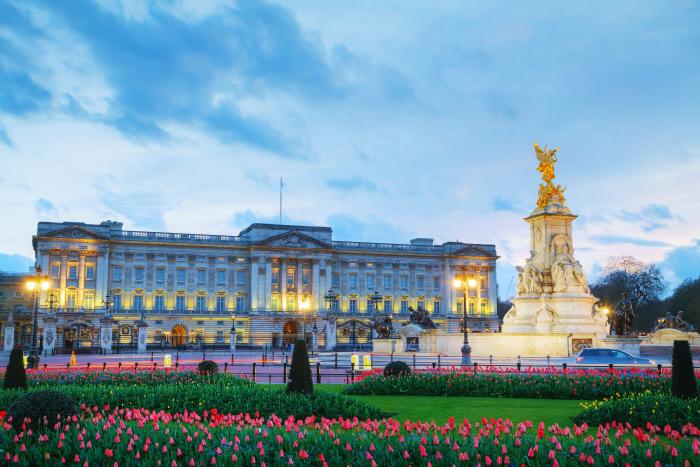 Isabel II procura empregados para limpar Palácio de Buckingham