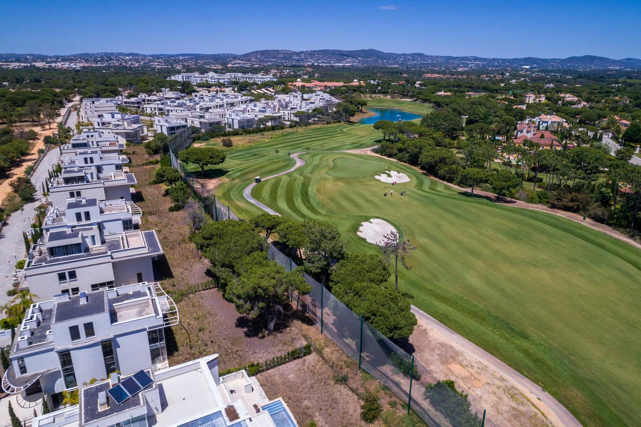 Vista aérea da Quinta do Lago, no Algarve