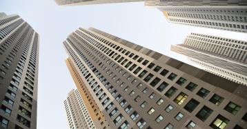 Imobiliário residencial atrai investidores – mas retalho sofre com a Covid