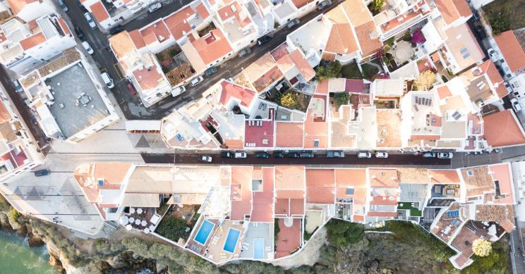É nestes 25 municípios que é mais caro comprar casa - 11 estão no Algarve