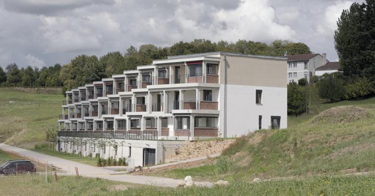 Casas sustentáveis com varandas pré-fabricadas e muito mais...