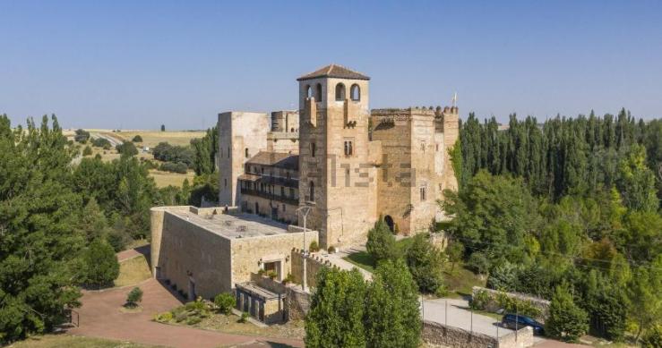 Este fantástico castelo perto de Madrid está à venda